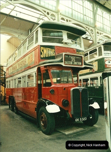 London Buses 1963 to 2007.  (51) 051