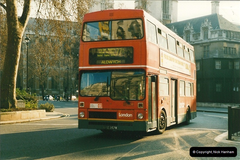 London Buses 1963 to 2007.  (208) 208