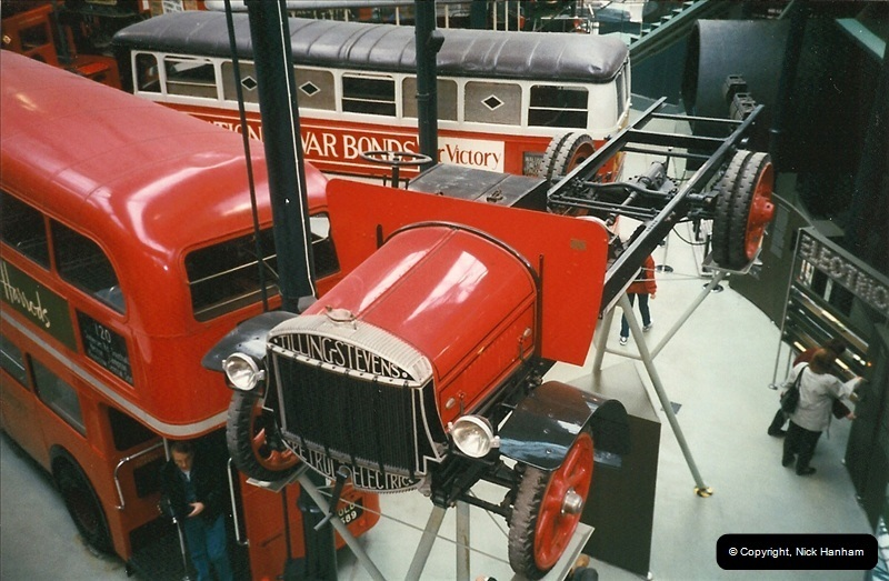 London Buses 1963 to 2007.  (233) 233