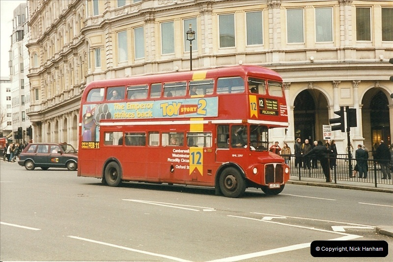 London Buses 1963 to 2007.  (302) 302