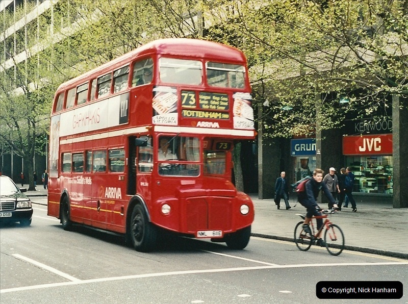 London Buses 1963 to 2007.  (322) 322