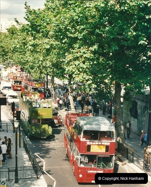 London Buses 1963 to 2007.  (464) 464