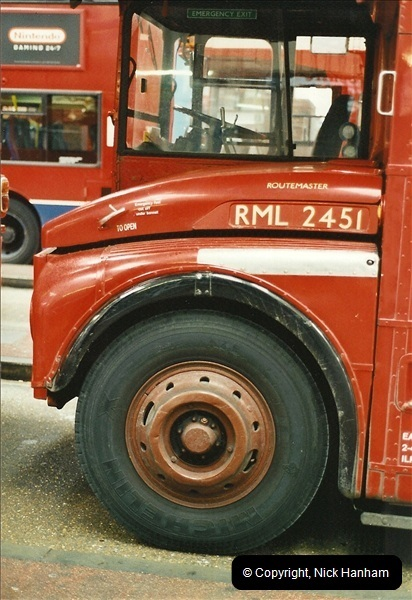 London Buses 1963 to 2007.  (560) 560