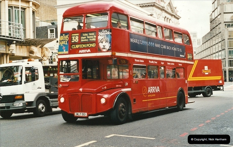 London Buses 1963 to 2007.  (587) 587