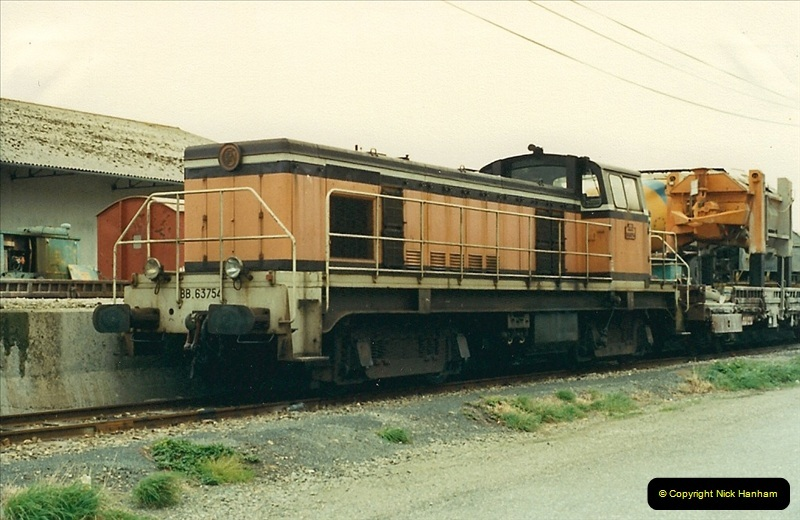 1988- 10- 10 to 20 Morlaix area & the wires going up. Rennes to Brest project.  (2)238