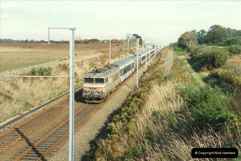 1989-10-23 St. Thegonnec near Morlaix. The final stage of the wires are now up between Rennes and Brest. (1)283