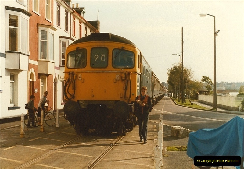 1983-09-22 The Channel Island Boat Train Weymouth Quay to Weymouth Station, Weymouth, Dorset.  (23)0568