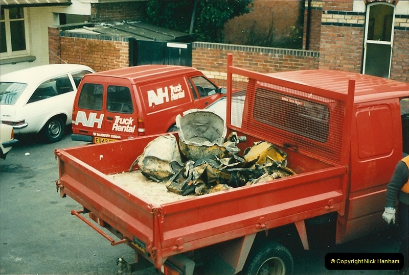 1988-12-14 Repair work to site of accident @ Parkstone, Dorset.  (9)0700
