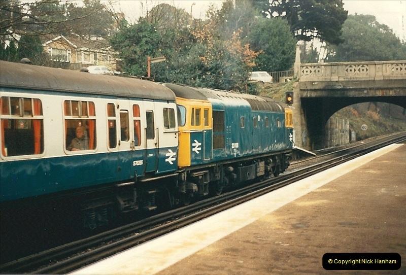1988-12-14 Repair work to site of accident @ Parkstone, Dorset.  (14)0705