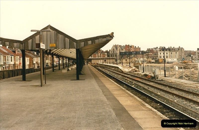 1986-03-24 The new station @ Weymouth, Dorset takes shape.  (2)0157