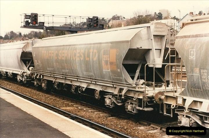 1986-04-28 Exeter St. Davids, Exeter, Devon.  (4)0164