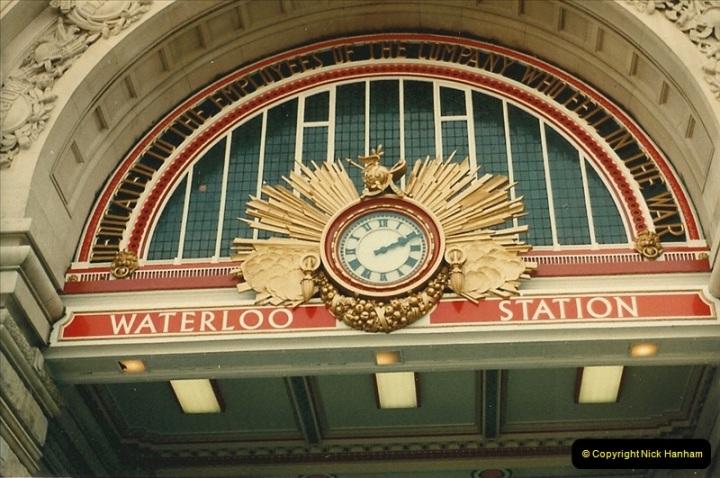 1986-06-07 Waterloo Station, London.  (2)0180