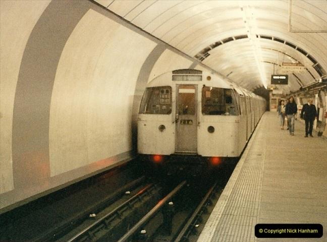 1986-06-07 Waterloo Station, London. Waterloo & City Line.  (6)0184