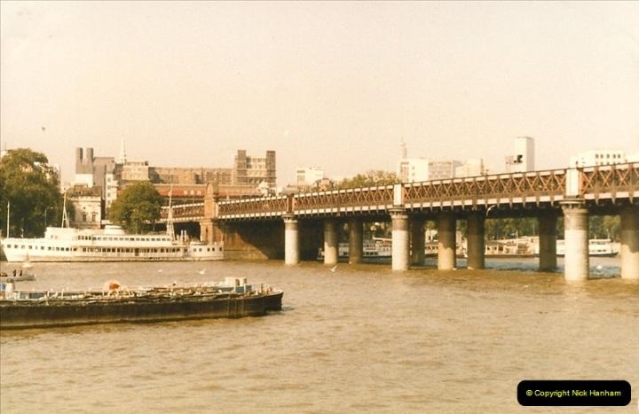 1986-10-04 Hungerford Bridge & Charing Cross Station.0289
