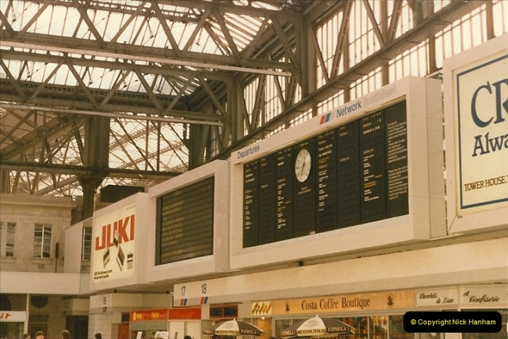 1986-10-04 Waterloo Station, London.  (1)0290