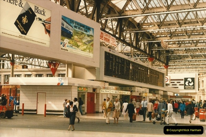 1986-10-04 Waterloo Station, London.  (2)0291