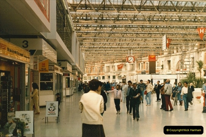 1986-10-04 Waterloo Station, London.  (3)0292