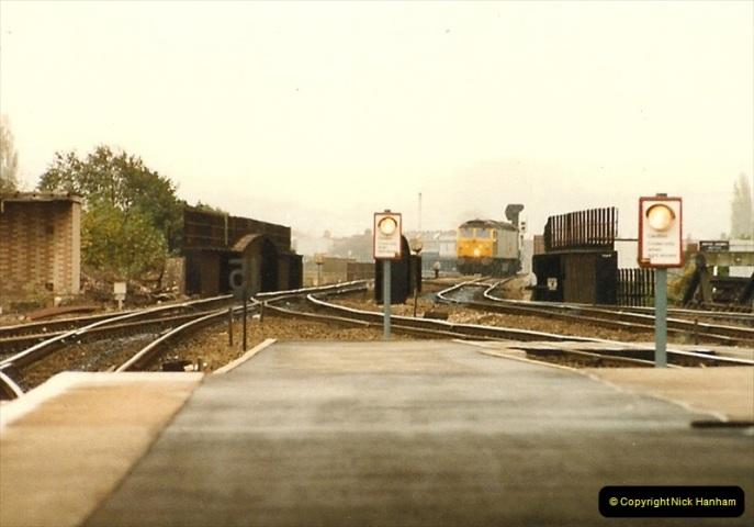 1986-10-30 Exeter St. Davids, Devon.  (10)0349