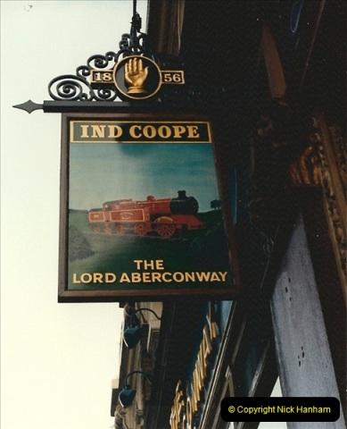 1986-11-22 City of London pub sign.0351