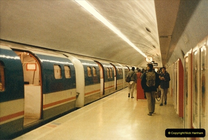 1986-11-22 Waterloo Station, London. (14)0383