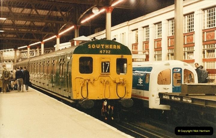 1986-11-22 Waterloo Station, London. (17)0386