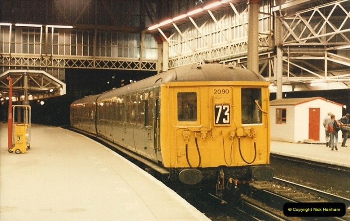 1986-11-22 Waterloo Station, London. (18)0387