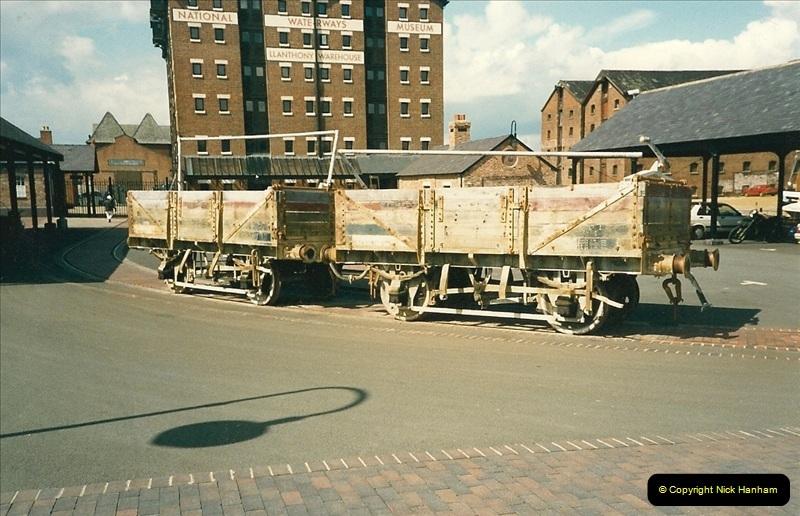 1989-04-14 The National Waterways Museum, Gloucester Docks, Gloucester, Gloucestershire.  (2)0230
