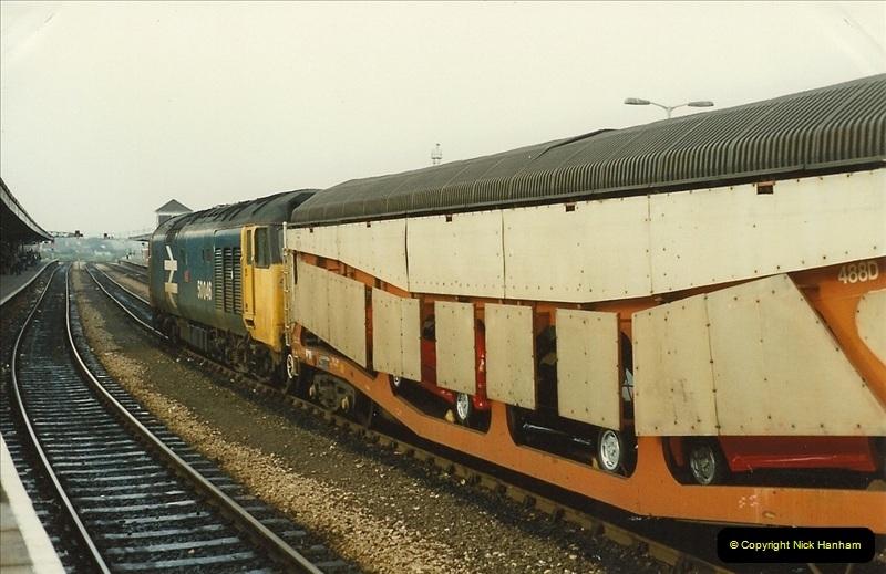 1989-10-27 Plymouth, Devon.  (20)0600