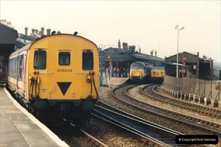1992-02-29 Salisbury station, Salisbury, Wiltshire.  (32)329