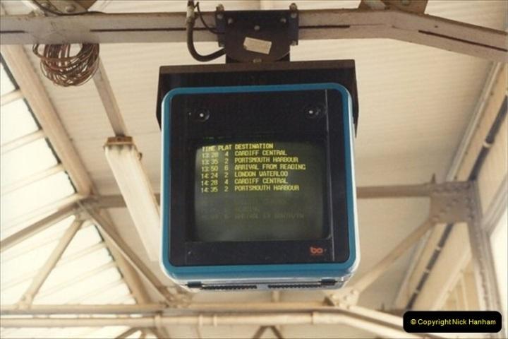 1992-02-29 Salisbury station, Salisbury, Wiltshire.  (41)338
