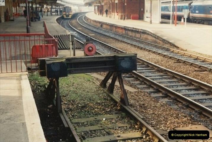 1992-02-29 Salisbury station, Salisbury, Wiltshire.  (45)342