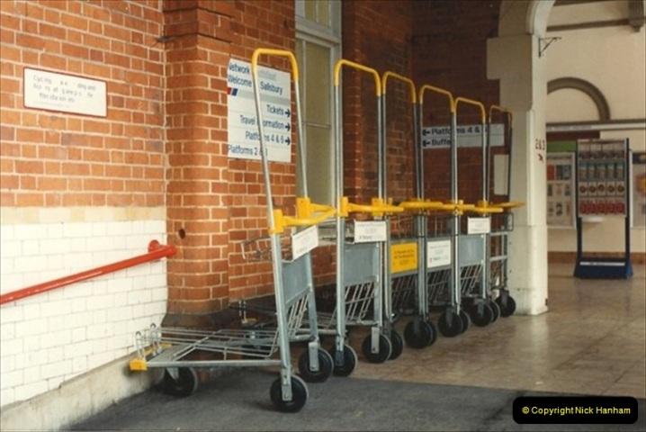 1992-02-29 Salisbury station, Salisbury, Wiltshire.  (48)345