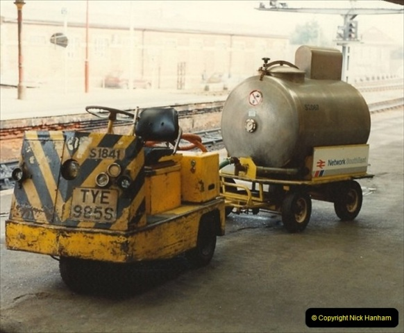 1992-02-29 Salisbury station, Salisbury, Wiltshire.  (49)346