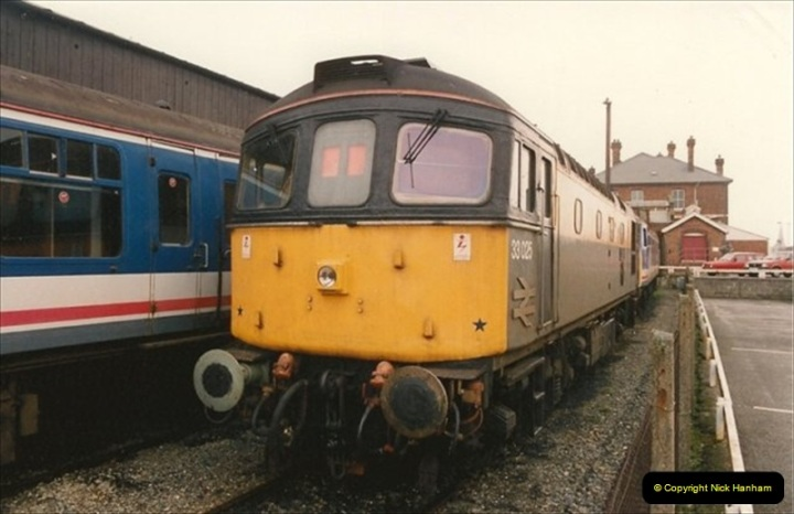 1992-02-29 Salisbury station, Salisbury, Wiltshire.  (54)351