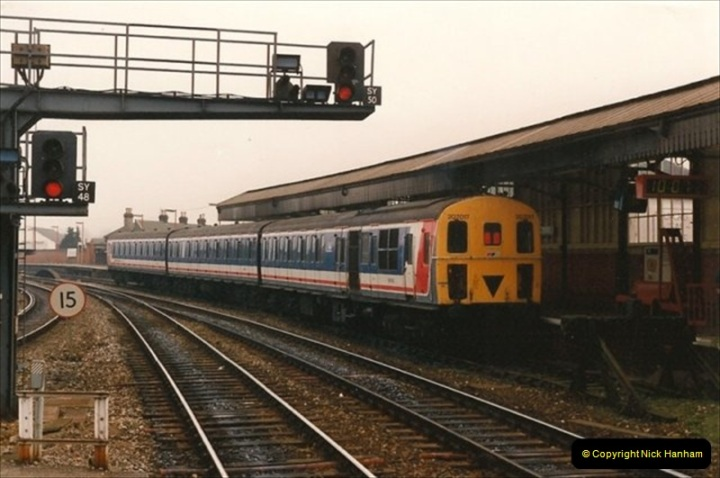 1992-02-29 Salisbury station, Salisbury, Wiltshire.  (62)359