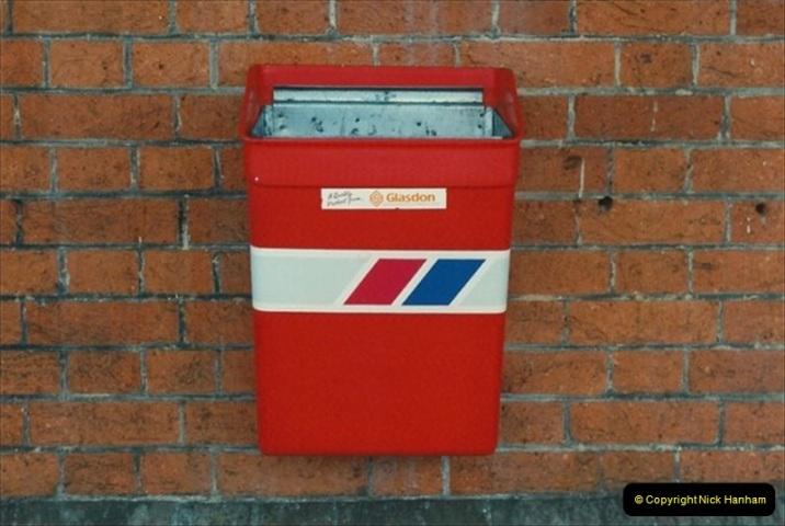 1992-02-29 Salisbury station, Salisbury, Wiltshire.  (71)368