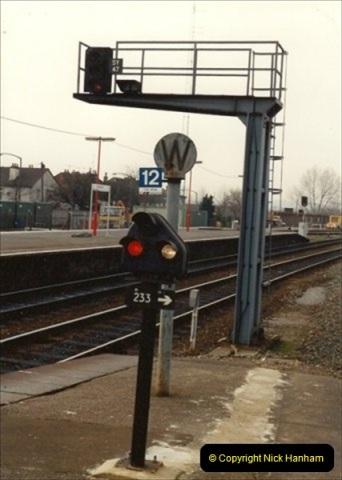 1992-02-29 Salisbury station, Salisbury, Wiltshire.  (73)370
