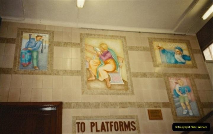 1992-11-21 Exeter St. Davids station, Exeter, Devon.  (3)662