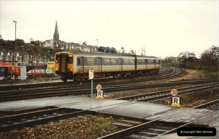 1992-11-21 Exeter St. Davids station, Exeter, Devon.  (33)692
