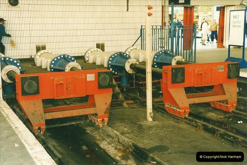 1998-03-28 Waterloo, London.  (14)057