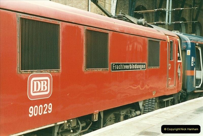 2000-01-14 London.  (24)221