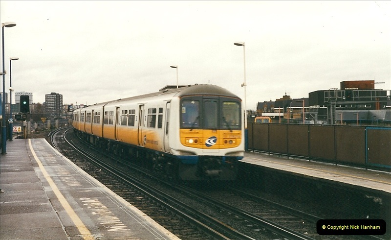 2000-02-08 Clapham Junction, London.  (1)228