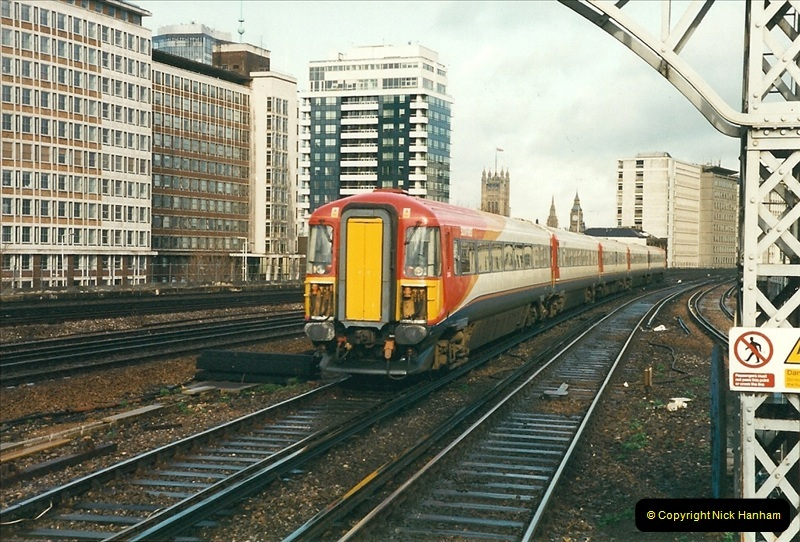 2000-02-08 Vauxhall, London.  (2)240