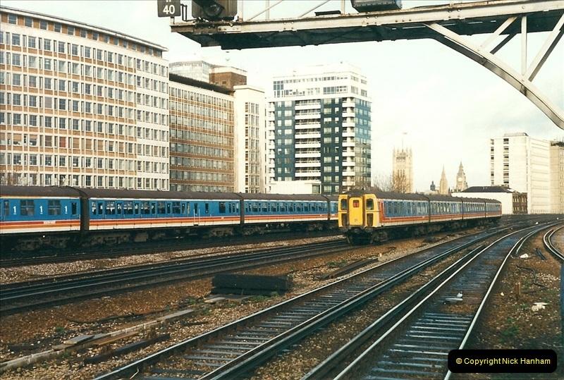 2000-02-08 Vauxhall, London.  (3)241