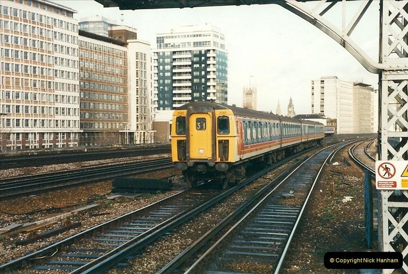 2000-02-08 Vauxhall, London.  (6)244