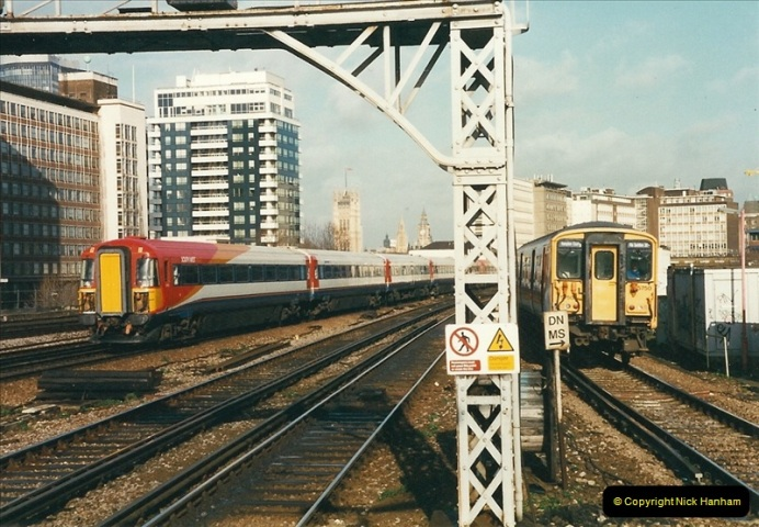 2000-02-08 Vauxhall, London.  (8)246