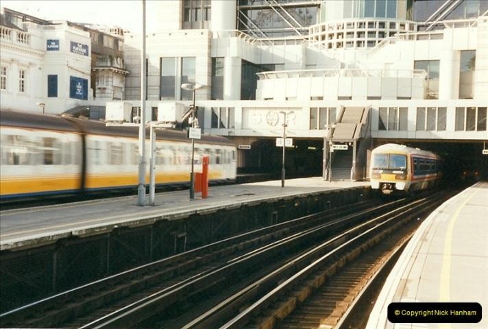 2000-02-09 London stations.  (4)254