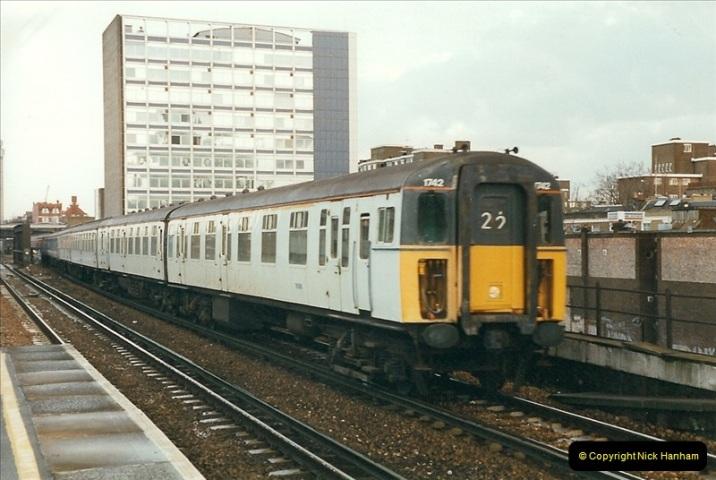 2000-02-09 London stations.  (18)268
