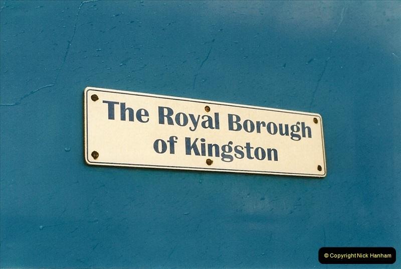 2000-04-04 London stations.  (6)285