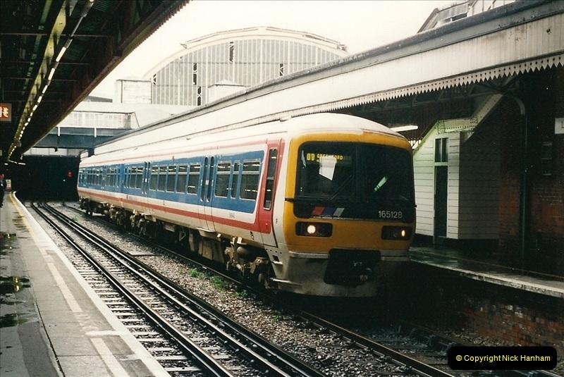 2000-04-04 London stations.  (27)306